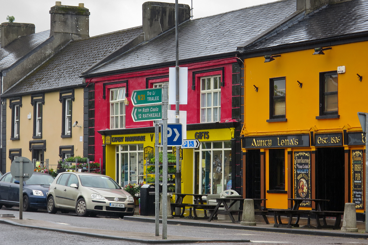 On the way from Dublin we drove through the charming village of Adare (Irish: Áth Dara), County Limerick. The town dates to the 12th century. We stop for lunch at Aunty Lena's.