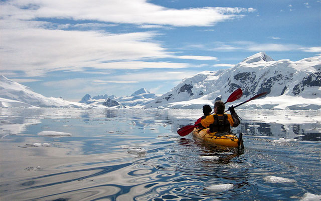 Paddling into Skontorp Cove.