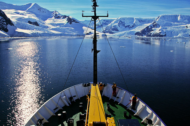 Coming into Neko Harbor on a spectacular day. The flat edge on the right-hand glacier is the edge of the Antarctic plain.
